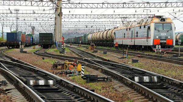 Подвижной состав на путях сортировочной станции Хабаровск-2. Архивное фото