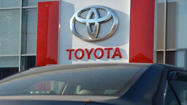 Автосалон Toyota. Архивное фото