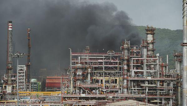 Пожар на нефтеперерабатывающем заводе компании Bharat Petroleum в Мумбаи, Индия. 8 августа 2018