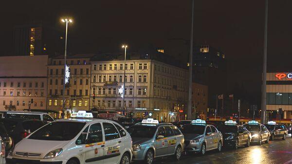 Автомобили такси в Варшаве