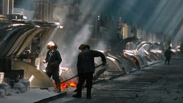 Электролизный цех Таджикского алюминиевого завода