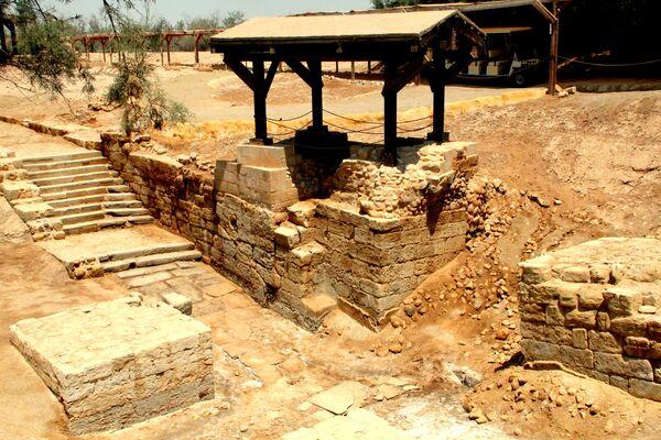 Развалины храма на месте крещения Христа в местечке Аль-Махтас, Иордания