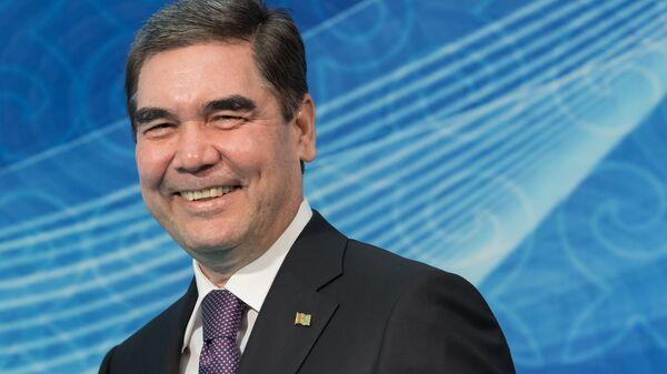 Президент Туркмении прочитал рэп про коня