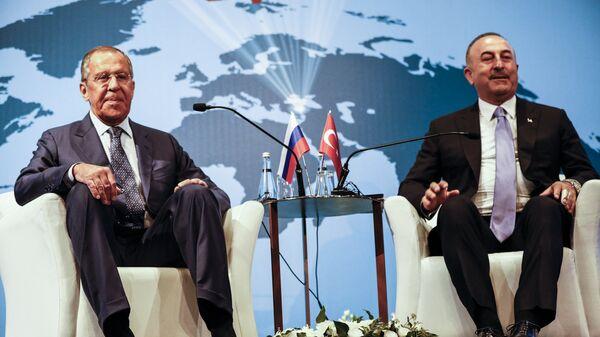 Сергей Лавров и Мевлют Чавушоглу во время встречи в Турции