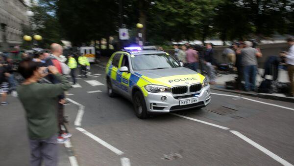 Автомобиль полиции у здания парламента в Лондоне, Великобритания. 14 августа 2018