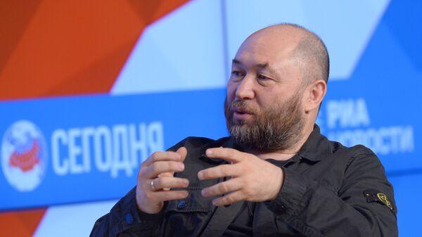 Продюсер Тимур Бекмамбетов во время интервью в Международном мультимедийном пресс-центре МИА Россия сегодня в Москве