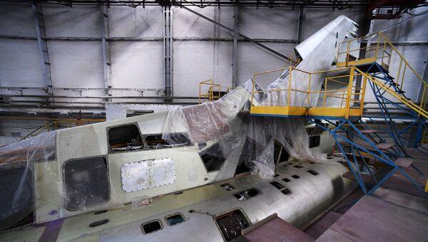 Самолет Ту-22М3М на стадии глубокой модернизации в цехе окончательной сборки Казанского авиационного завода имени С. П. Горбунова