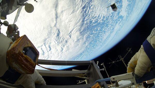 Космонавты Роскосмоса Олег Артемьев и Сергей Прокопьев во время работы на внешней поверхности Международной космической станции. Архивное фото