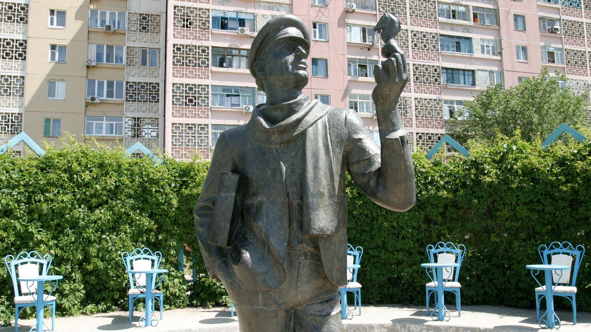 Памятник Остапу Бендеру - РИА Новости, 1920, 10.02.2021
