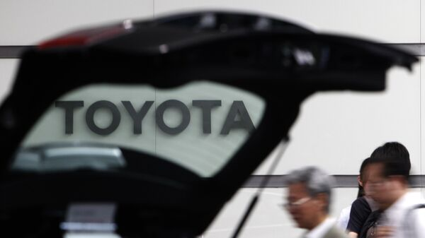 Логотип компании Toyota. Архивное фото