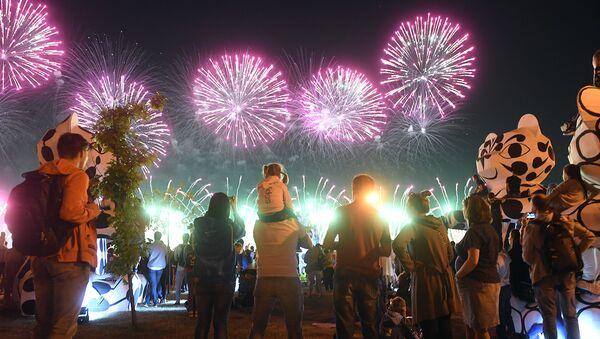 Более 80 волонтеров помогали в организации фестиваля фейерверков в Москве