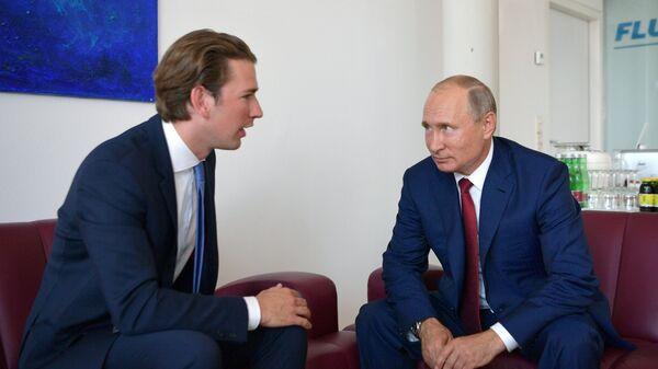 Президент РФ Владимир Путин и федеральный канцлер Австрии Себастьян Курц во время встречи. 18 августа 2018