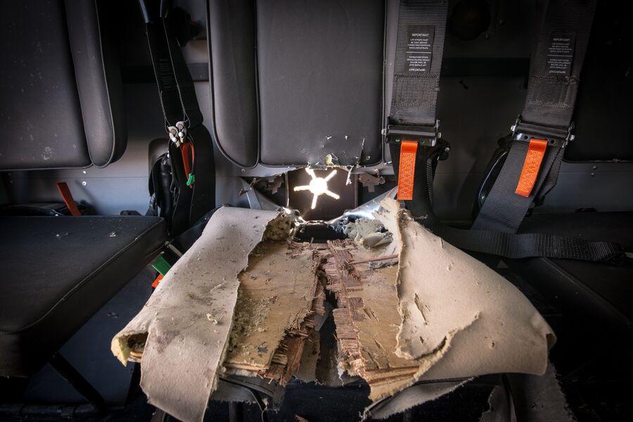 Последствия попадания оперенного подкалиберного снаряда в бронеавтомобиль MSPV Panthera F