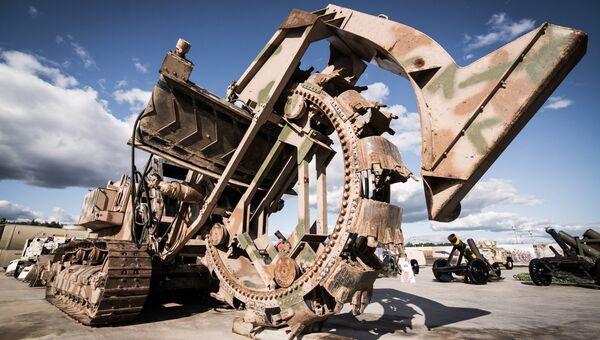 30-тонный экскаватор для прокладки траншей с ровным дном