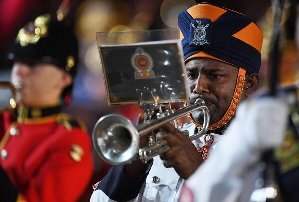 Военнослужащие военного оркестра Шри-Ланки на торжественной церемонии открытия XI Международного военно-музыкального фестиваля Спасская башня