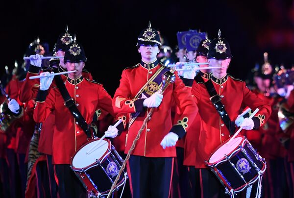 Имперский юношеский оркестр (Брентвуд, Великобритания) на торжественной церемонии открытия XI Международного военно-музыкального фестиваля Спасская башня