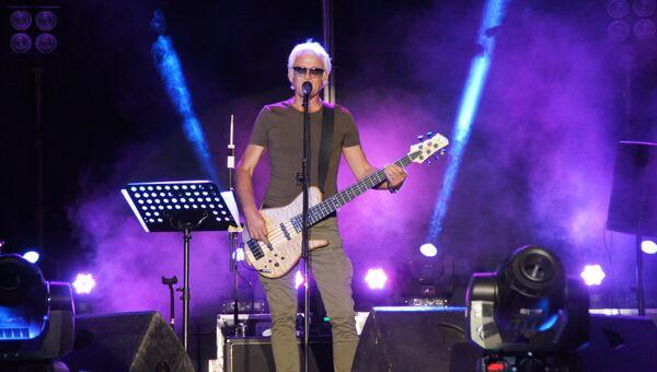 Александр Маршал выступил на Театральной площади Луганска с праздничной концертной программой, посвященной Дню шахтера