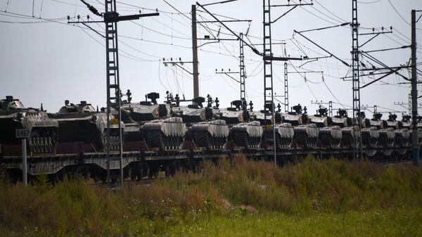 Эшелоны с военнослужащими и военной техникой армии Китая, которые примут участие в военных учениях Восток-2018. Архивное фото