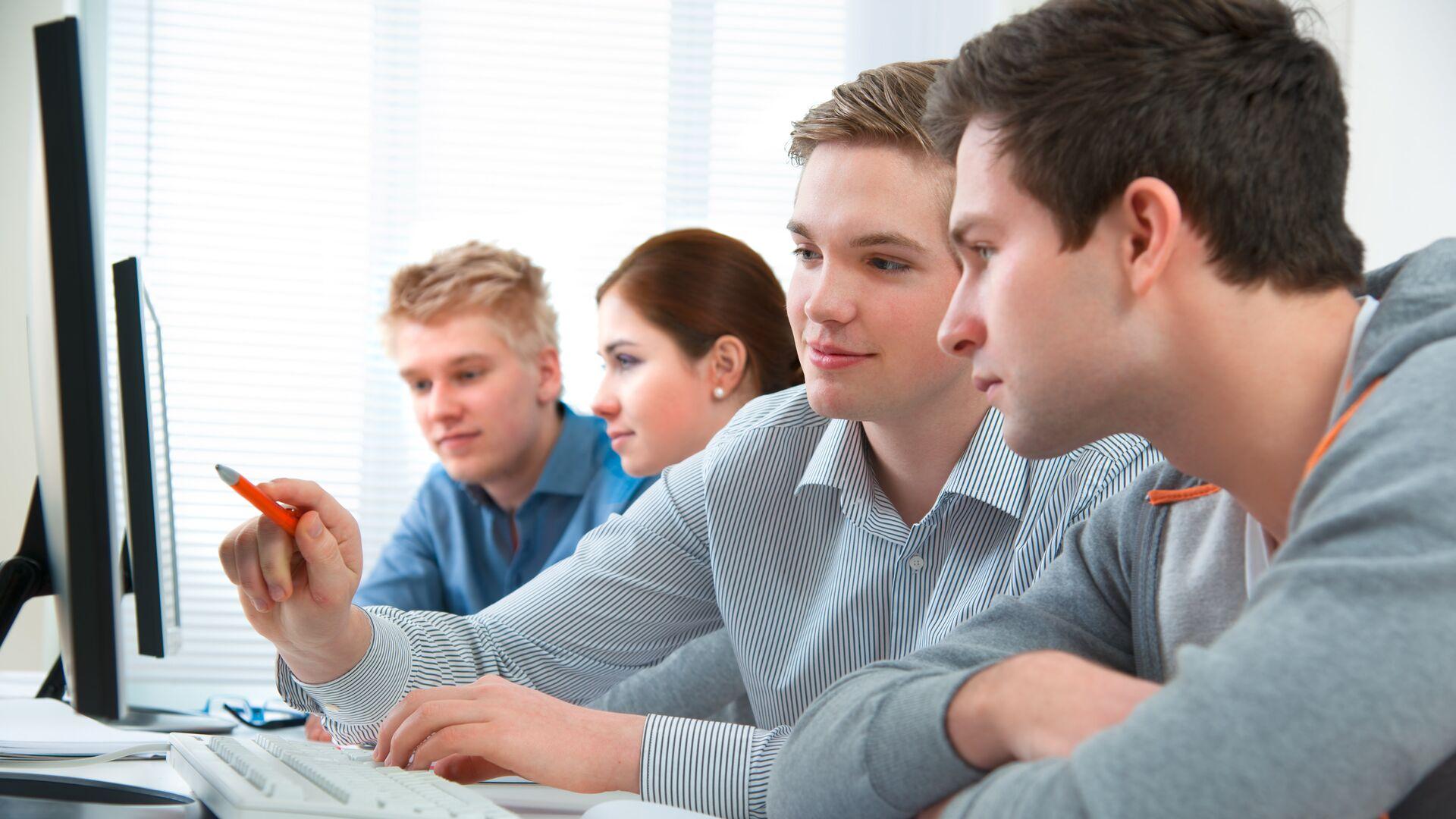 Ученики в компьютерном классе - РИА Новости, 1920, 01.09.2021