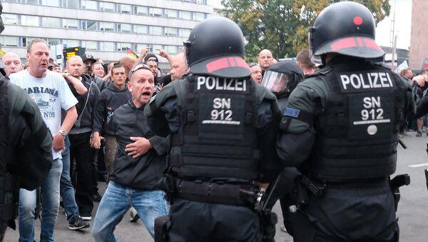 Полицейские и протестующие в Хемнице