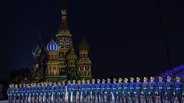 Рота специального караула Президентского полка  выступает на закрытии XI Международного военно-музыкального фестиваля Спасская башня на Красной площади в Москве. 2 сентября 2018