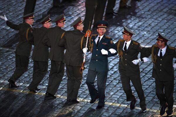 Сводный военный оркестр войск национальной гвардии выступает на закрытии XI Международного военно-музыкального фестиваля Спасская башня