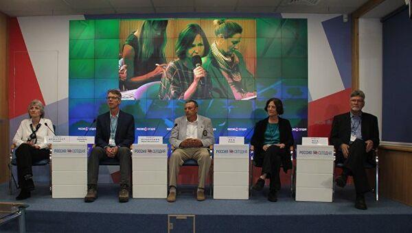 Члены американской организации Центр гражданских инициатив в мультимедийном пресс-центре МИА Россия сегодня в Симферополе. 6 сентября 2018