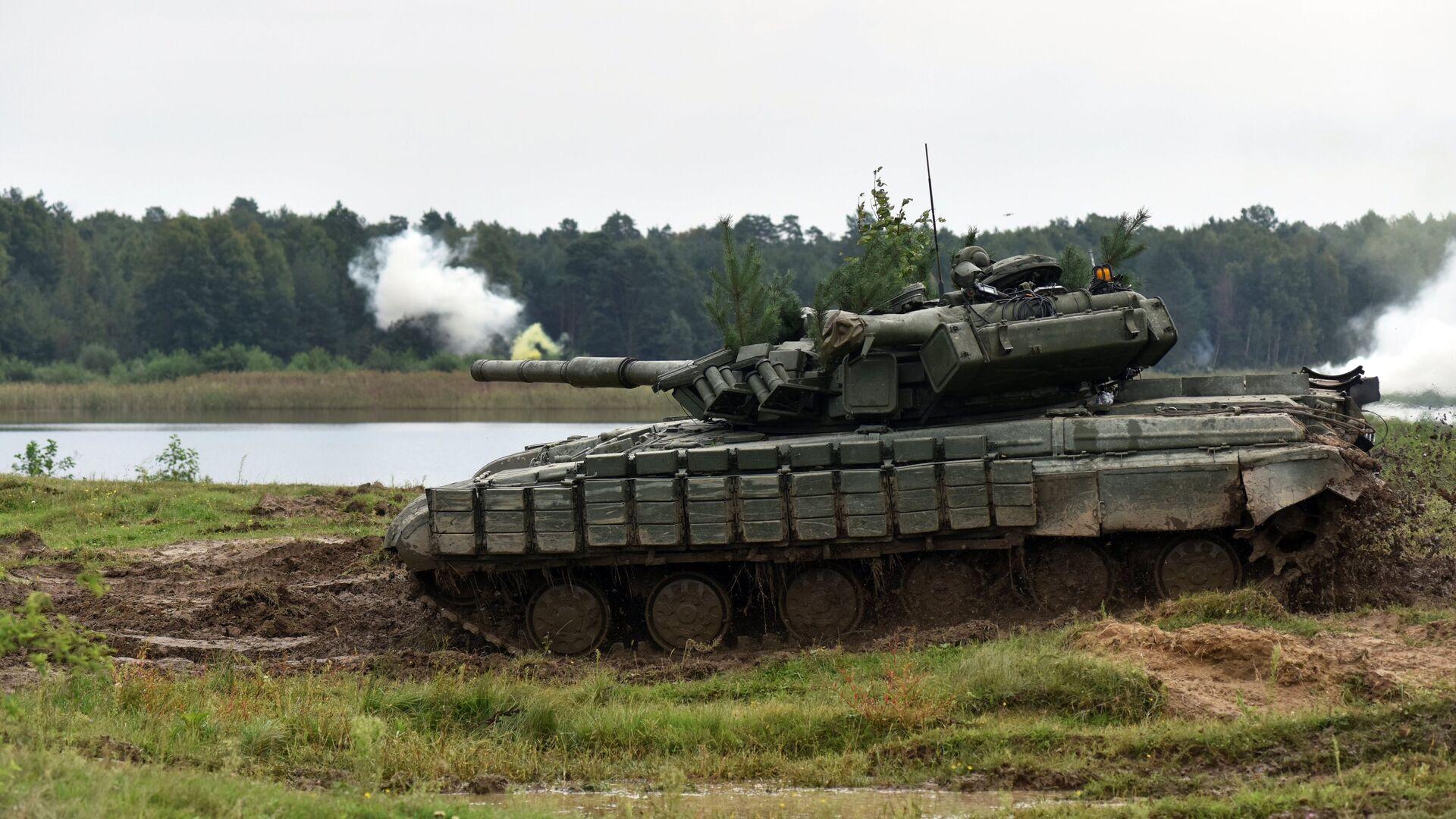 Танк Т-82 во время активной фазы военных учений Репид Трайдент - 2018 - РИА Новости, 1920, 16.08.2020