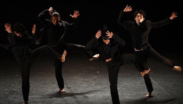 Артисты труппы театра современного танца Модерн Тэйбл (Корея)