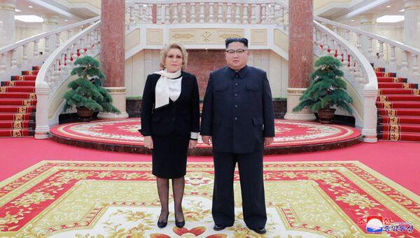 Валентина Матвиенко и Ким Чен Ын во время встречи в Пьхеньяне. Архивное фото