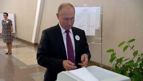 Путин выбрал мэра Москвы: кадры с избирательного участка номер 2151