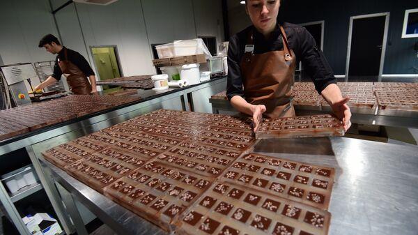 Производство шоколада на шоколадной фабрике Benoit Nihant's в Авансе, Бельгия
