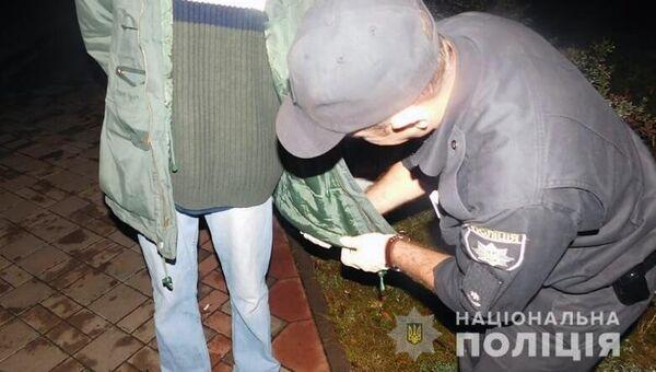 Полицейские задержали в Киеве мужчину, который носил в кармане куртки гранату. 11 сентября 2018