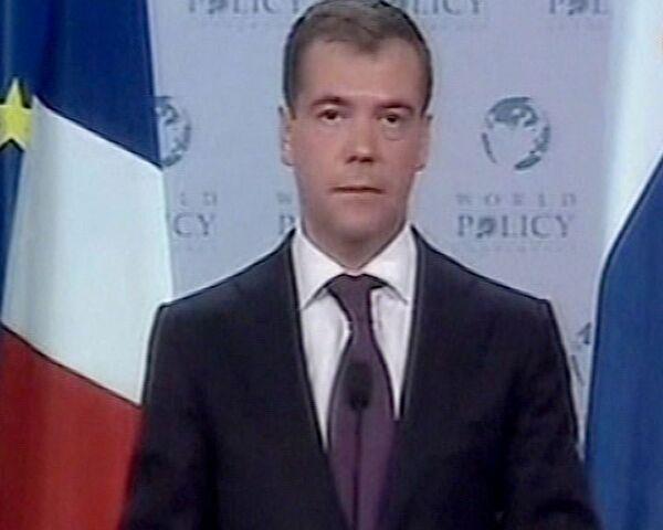 Конференция по мировой политике в Эвиане: бенефис Медведева и Саркози