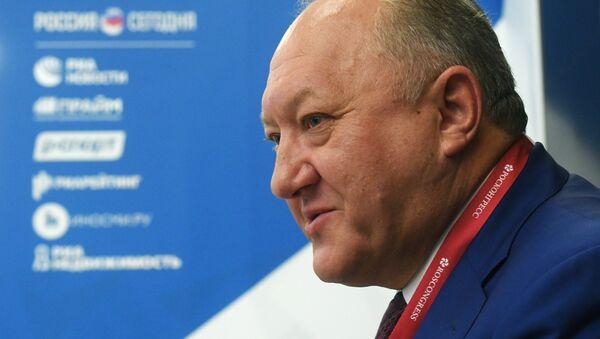 Губернатор Камчатского края Владимир Илюхин во время интервью на ВЭФ-2018
