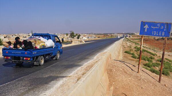 Люди в автомобили в провинции Идлиб