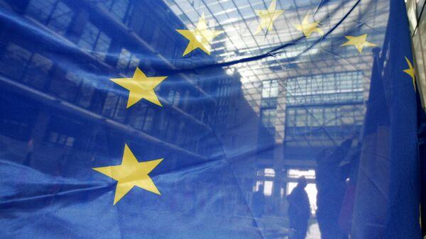 Флаг ЕС в штаб-квартире Европейского Союза в Брюсселе, архивное фото