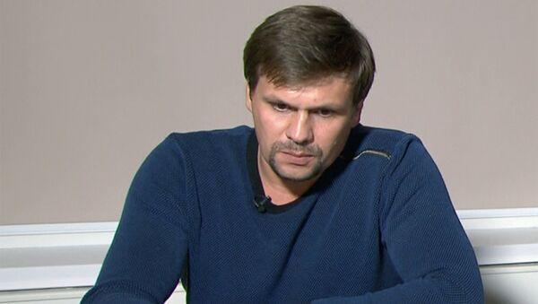 Руслан Боширов во время интервью главному редактору телеканала RT и МИА Россия сегодня Маргарите Симоньян