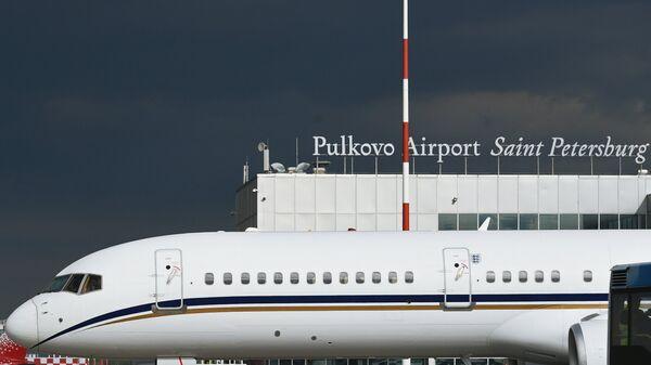 Самолет в аэропорту Пулково