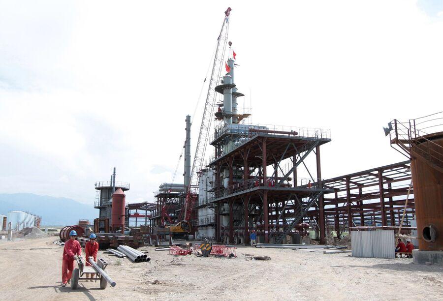 Строительство китайского нефтеперерабатывающего завода Джунда в киргизском городе Кара-Балт