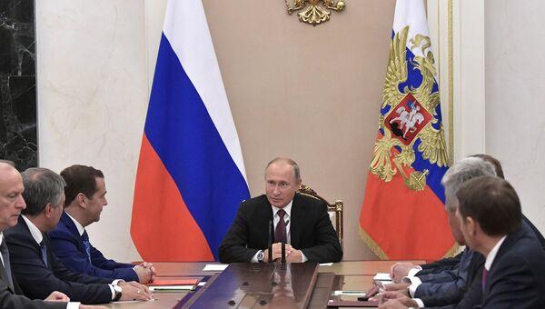 Владимир Путин проводит совещание с постоянными членами Совета безопасности РФ. 14 сентября 2018