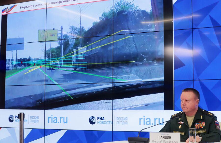 Николай Паршин во время брифинга Министерства обороны России по вновь открывшимся обстоятельствам крушения самолета Boeing 777 авиакомпании Malaysia Airlines на востоке Украины