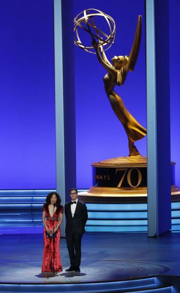 Сандра О и Энди Сэмберг во время 70-й церемонии вручения награды Primetime Emmy Awards в Лос-Анджелесе