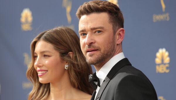 Джастин Тимберлейк и Джессика Бил прибывают на 70-ю церемонию вручения награды Primetime Emmy Awards в Лос-Анджелесе