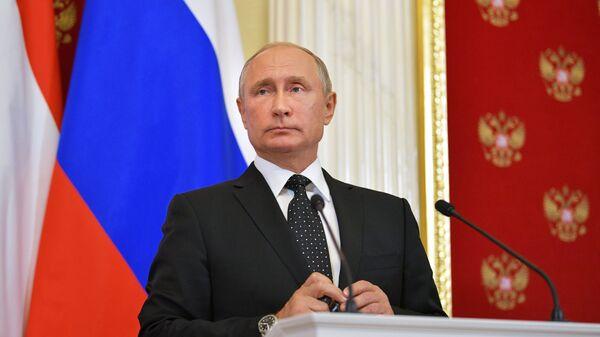 Президент РФ Владимир Путин во время совместной с премьер-министром Венгрии Виктором Орбаном пресс-конференции