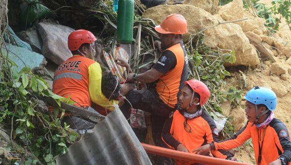 Спасатели на месте схода оползня в провинции Себу на Филиппинах. 20 сентября 2018