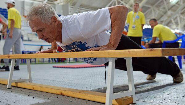 Участник спартакиады пенсионеров во время сдачи нормативов ГТО. Архивное фото