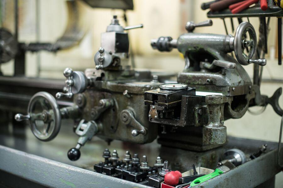 Токарный станок, на котором изготавливают детали снайперских винтовок Лобаева