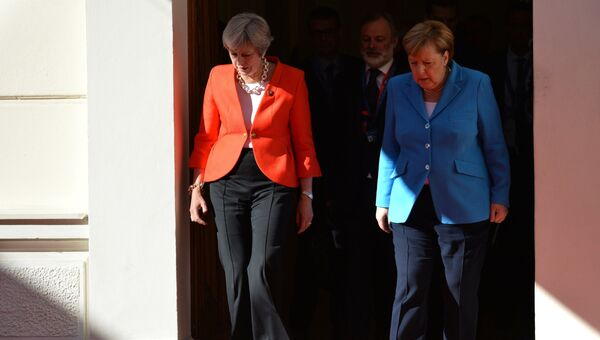 Канцлер ФРГ Ангела Меркель и премьер-министр Великобритании Тереза Мэй в Зальцбурге