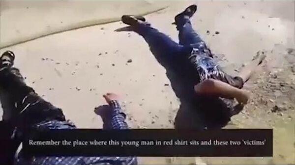 Стоп-кадр видеозаписи инсценировки химатаки в сирийском Идлибе